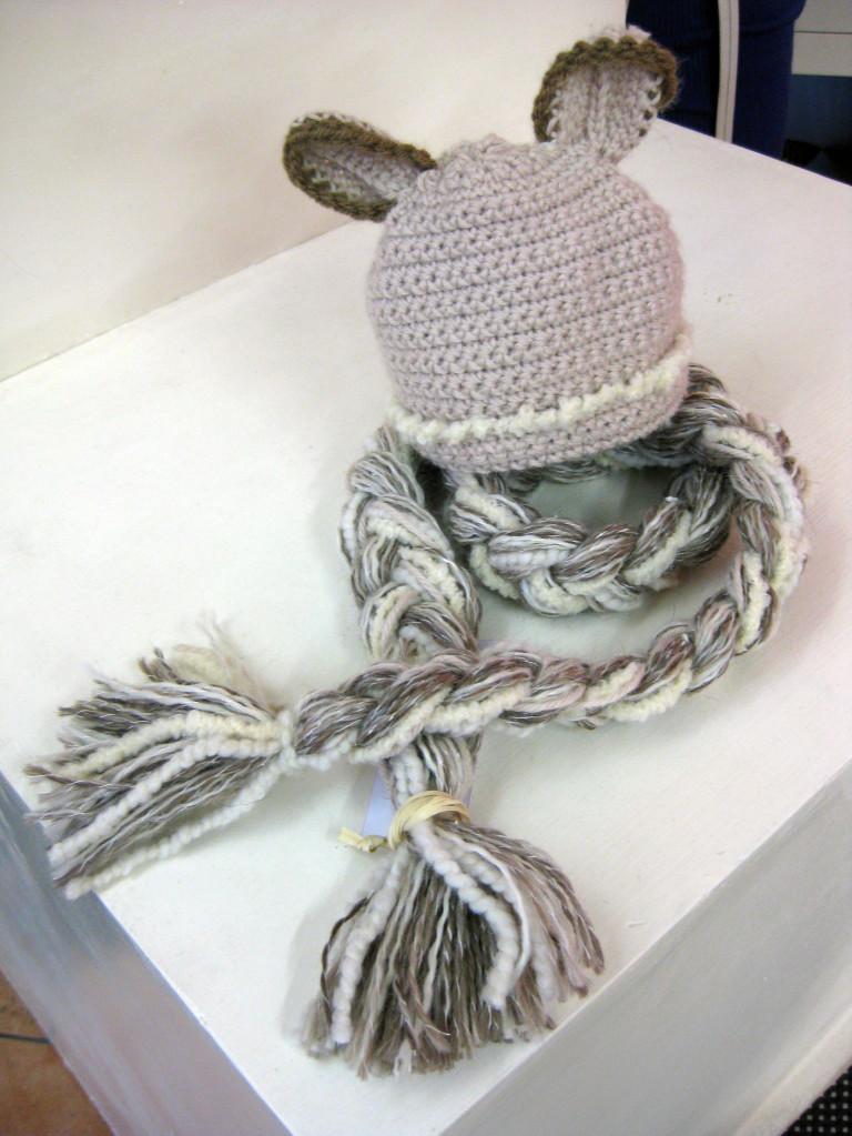 Studiofluido - Cappellino lana con orecchie e sciarpa a treccia