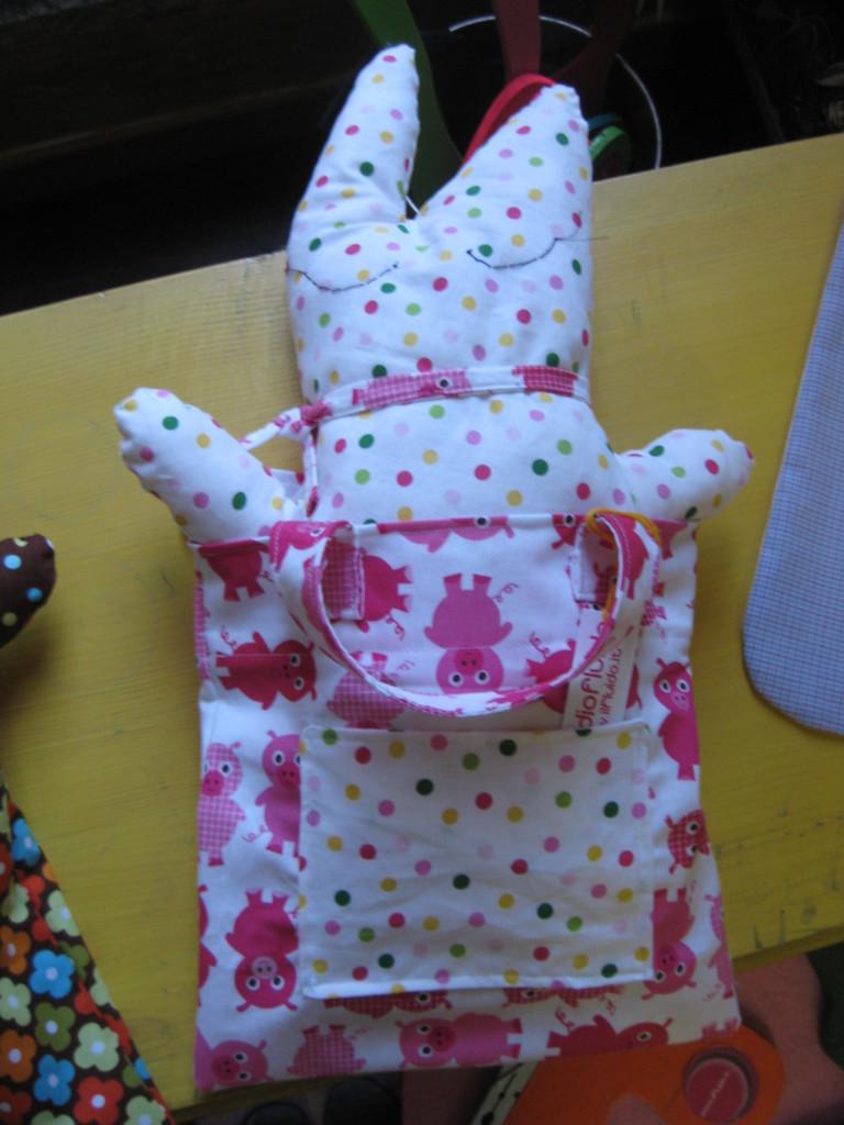 Studiofluido - Kit borsetta e pupazzetto con maialini rosa