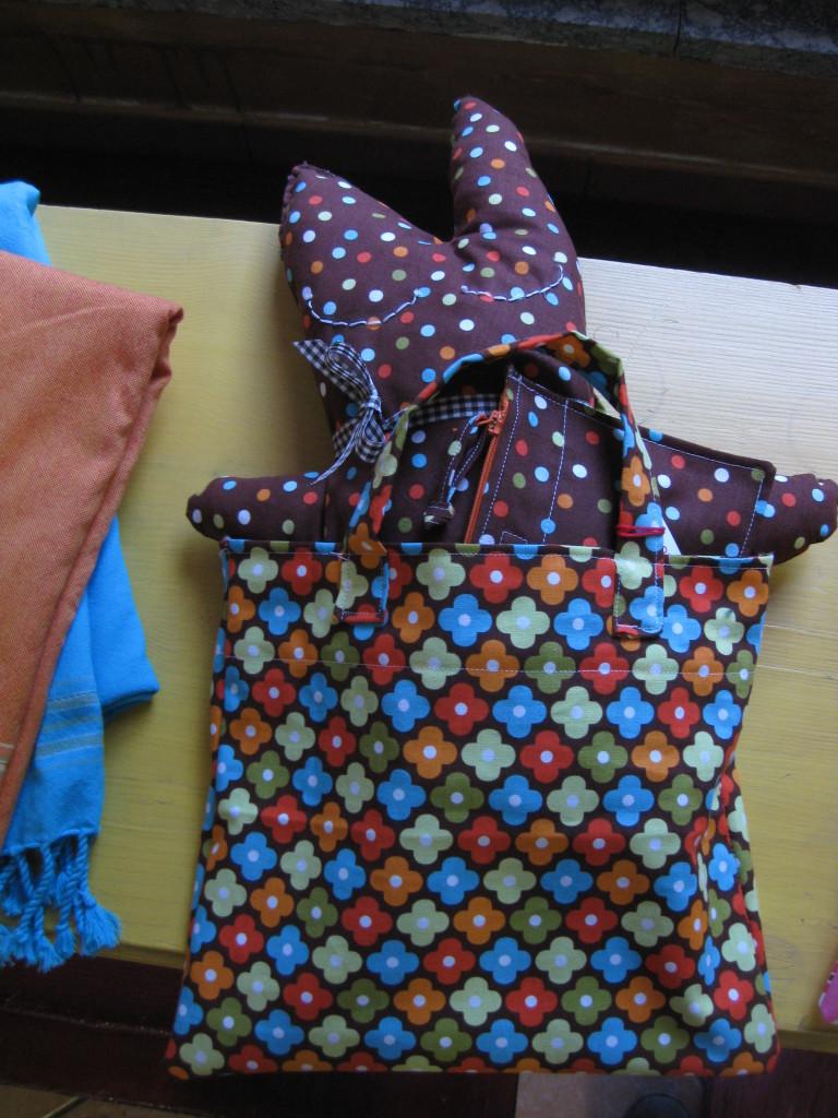 Studiofluido - Kit borsetta con fiori, pupazzetto e bustina